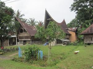 Rumah Batak, Atap dan Cicak
