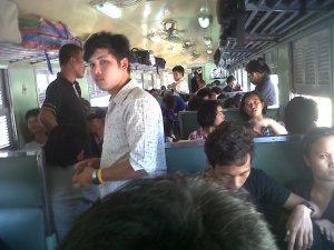 Kereta ekonomi Chiangmai-Bangkok disesaki penumpang